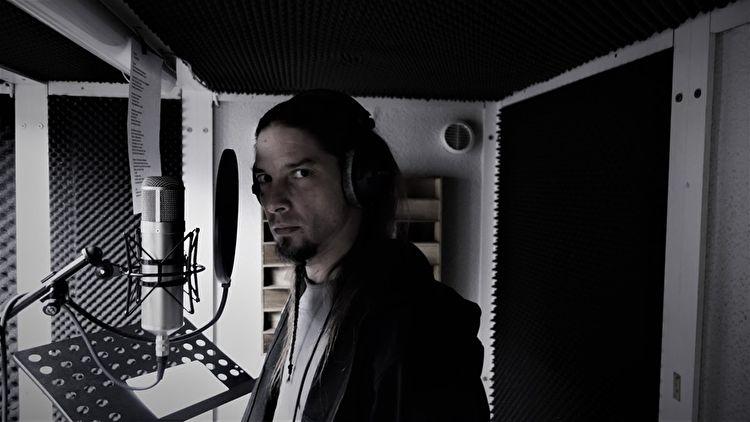 Zanger Morean in de studio